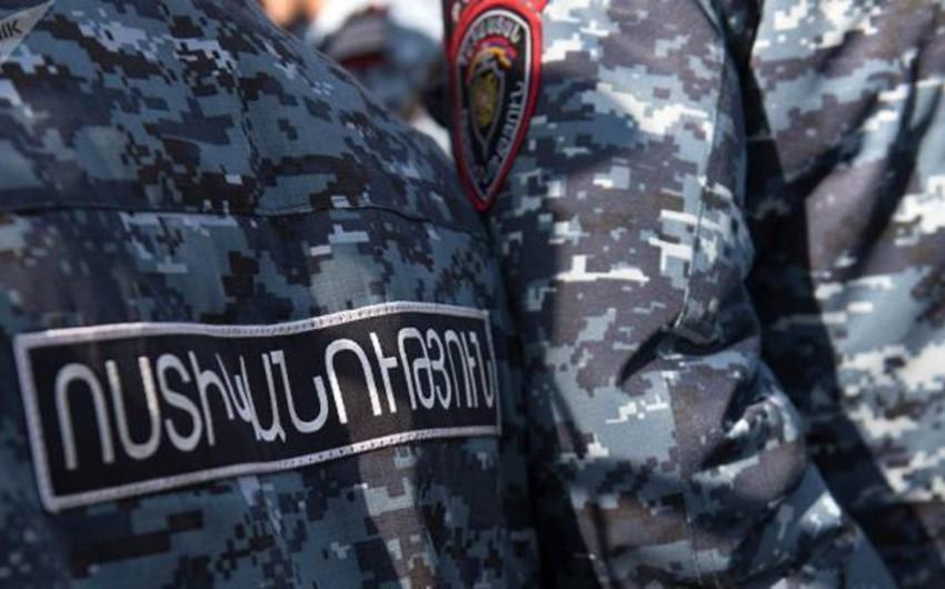 Ermənistanda polis polkovniki işçilərin pul mükafatını mənimsəyib