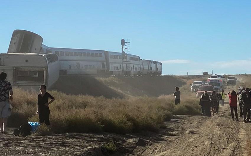 В США поезд сошел с рельсов, есть погибшие и раненые