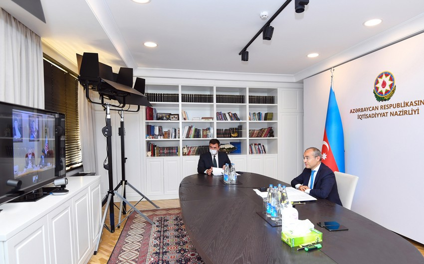 Микаил Джаббаров провел встречу с министром экономики и финансов Ирана