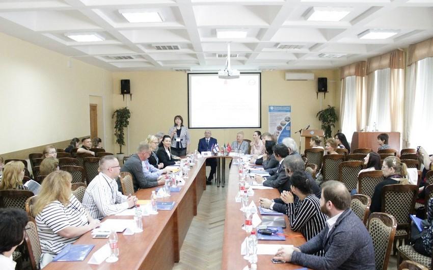 Mingəçevirin təhsil müəssisəsi Sankt-Peterburqda beynəlxalq konfransda iştirak edib