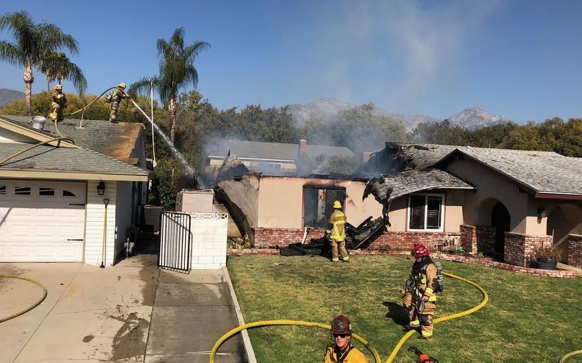 Упавший самолет разрушил дом в Калифорнии - ФОТО - ВИДЕО