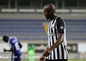 Neftçinin futbolçusuna Serbiya yığmasının forması verildi