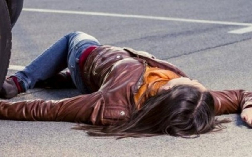 Bakıda avtomobilin vurduğu qadın öldü