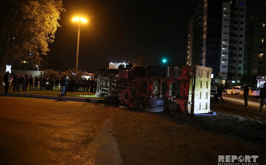 В Баку произошло серьезное ДТП: есть погибшие - ОБНОВЛЕНО - 2 - ВИДЕО