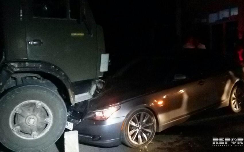 Bərdədə yük maşını sürücüsünün yatması nəticəsində qəza baş verib - FOTO