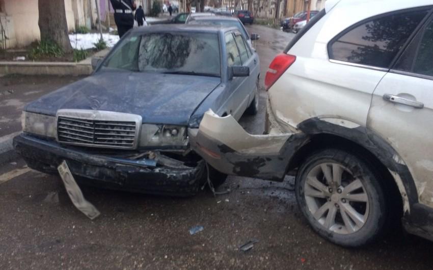Bakıda iki avtomobil toqquşub, yaralanan var