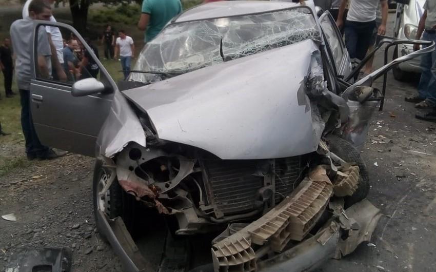 Oğuzda iki avtomobil toqquşub, 7 nəfər yaralanıb - FOTO