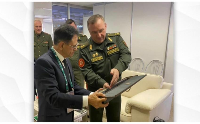 Mədət Quliyev Belarusun müdafiə naziri ilə görüşüb
