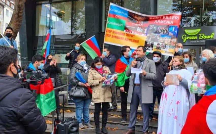 В немецком городе прошла акция протеста против террора в Гяндже