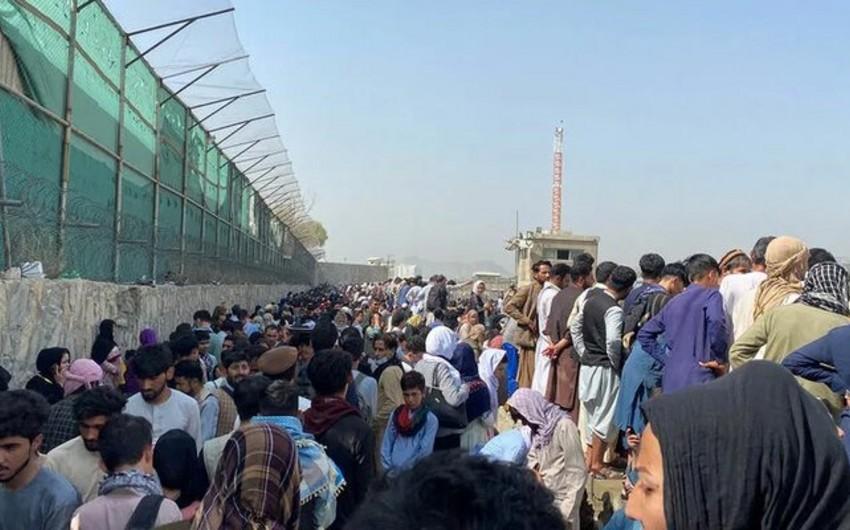 ABŞ-a təxliyə olunmaq istəyən 1500 nəfər Kabil hava limanının ətrafına toplaşıb