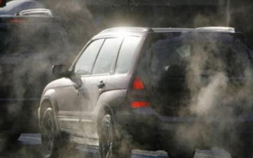 Bakının bir sıra prospektlərində avtomobillərin sıxlığı yaranıb