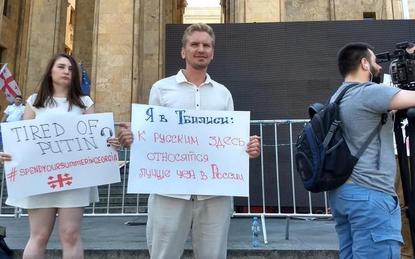 Rusiya vətəndaşları Tbilisidə aksiya keçiriblər