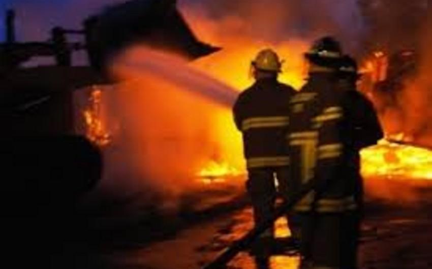 Şirvan şəhərində ev yanıb