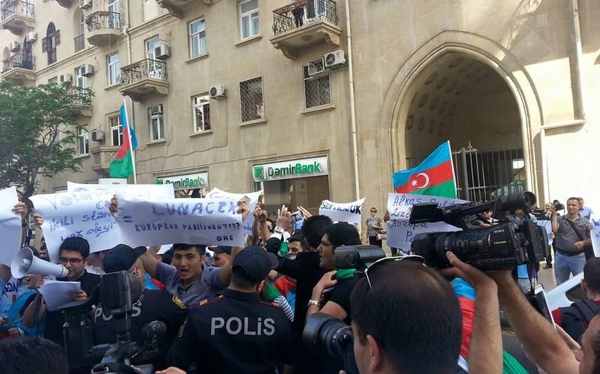 Avropa İttifaqının Bakı ofisi qarşısında etiraz aksiyası keçirilib - FOTO