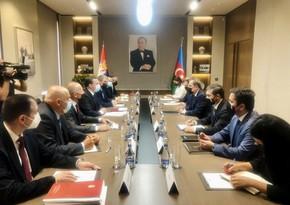Началась встреча глав МИД Азербайджана и Сербии в расширенном составе
