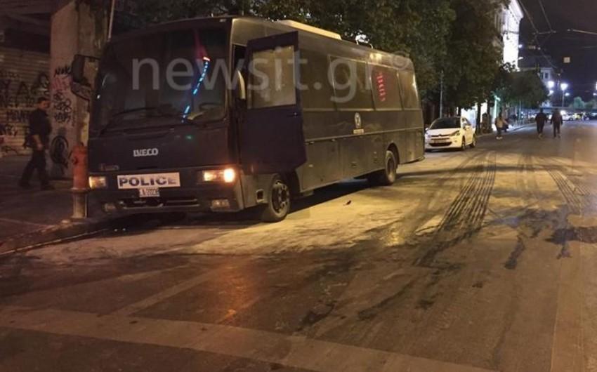 Четверо полицейских ранены при нападении на участок полиции в Афинах - ВИДЕО