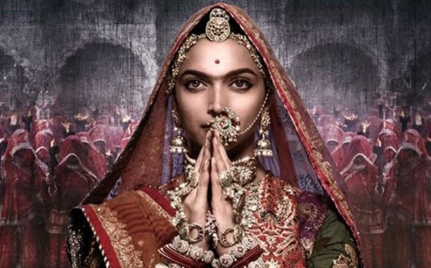 Hindistanlı aktrisa və rejissorun başına 1.5 milyon dollar pul mükafatı qoyulub