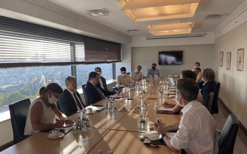 Hikmət Hacıyev İstanbulda beynəlxalq media nümayəndələri ilə görüşüb