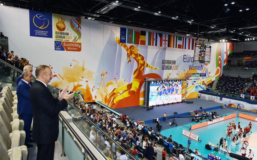 Prezident İlham Əliyev və birinci xanım Mehriban Əliyeva voleybol komandasının oyununa baxıb