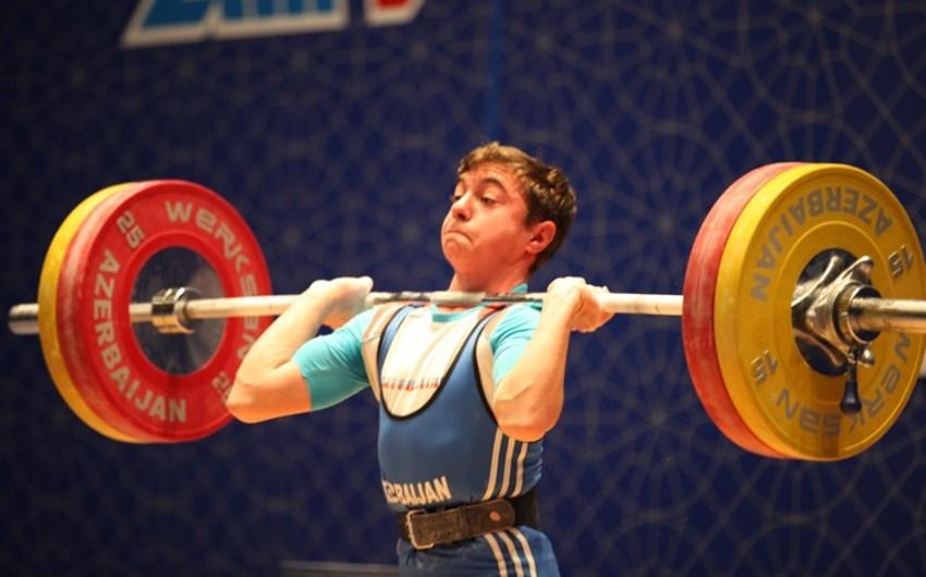 Rüstəm Qasımov rekordu yeniləyərək ağır atletika üzrə Avropa çempionu olub